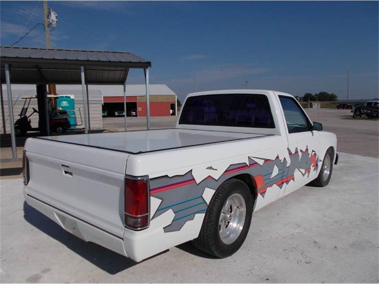 Large Picture of '92 S10 located in Staunton Illinois Offered by Country Classic Cars - LTQU
