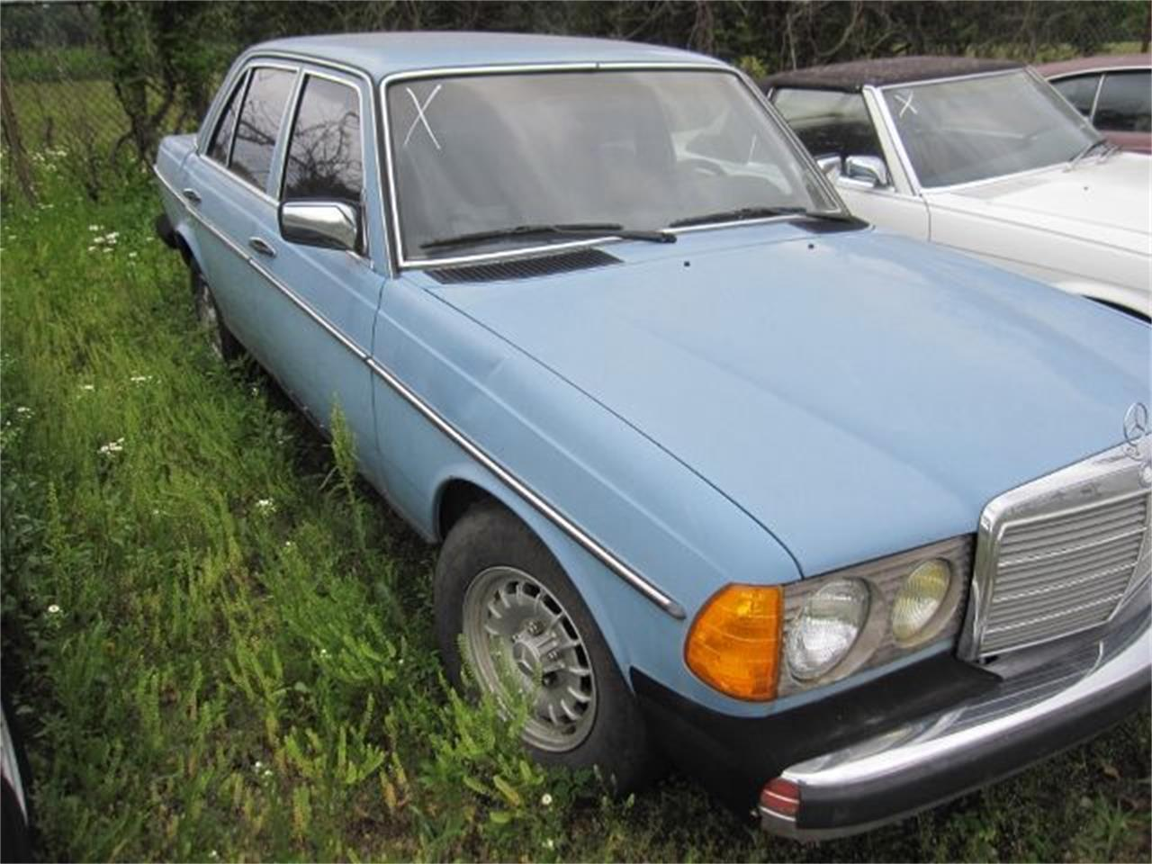 Large Picture of 1981 Mercedes-Benz 240 located in Illinois - $995.00 Offered by Heartland Classics - LO02