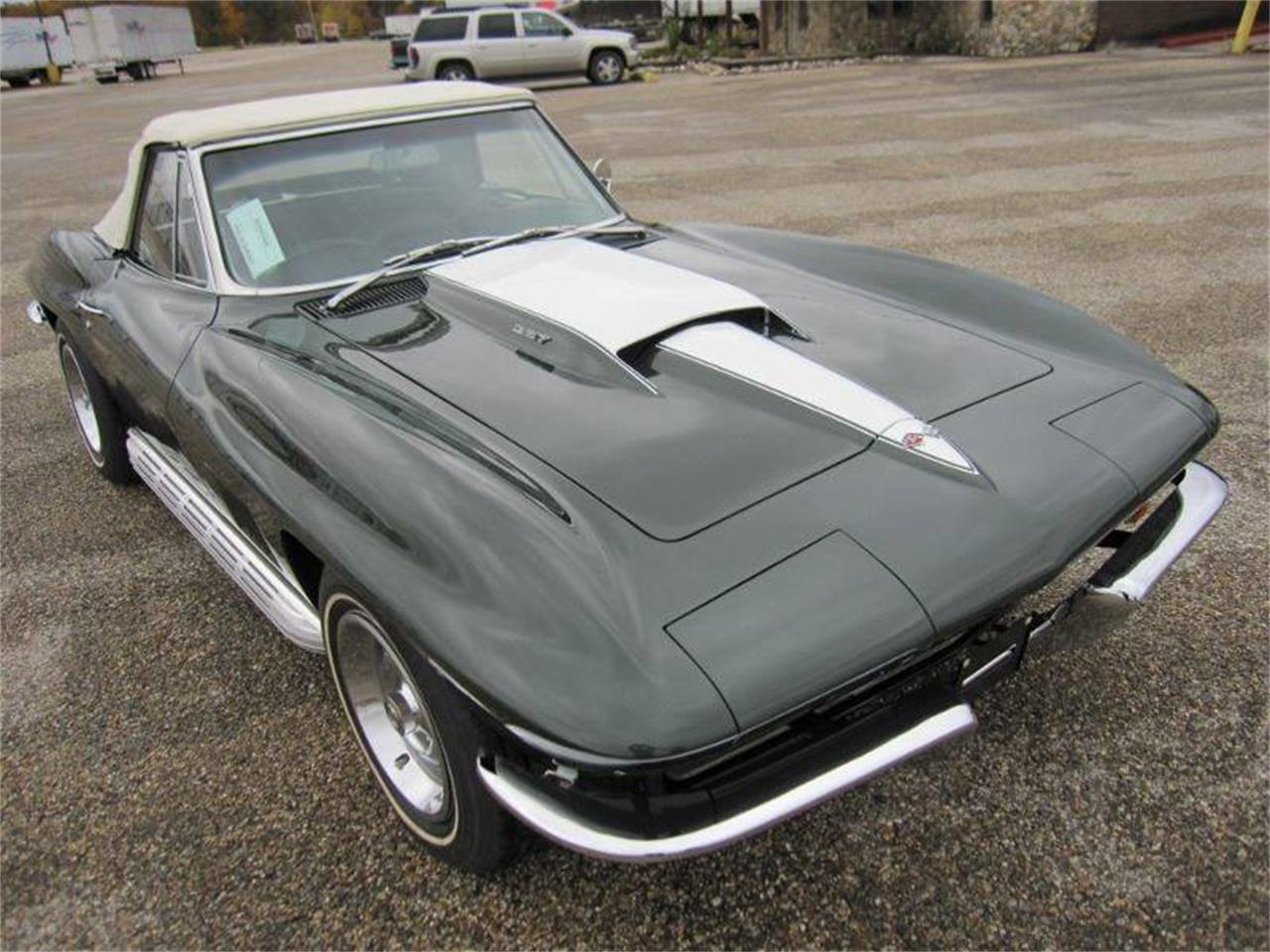 Large Picture of '67 Corvette Offered by Heartland Classics - LO0W