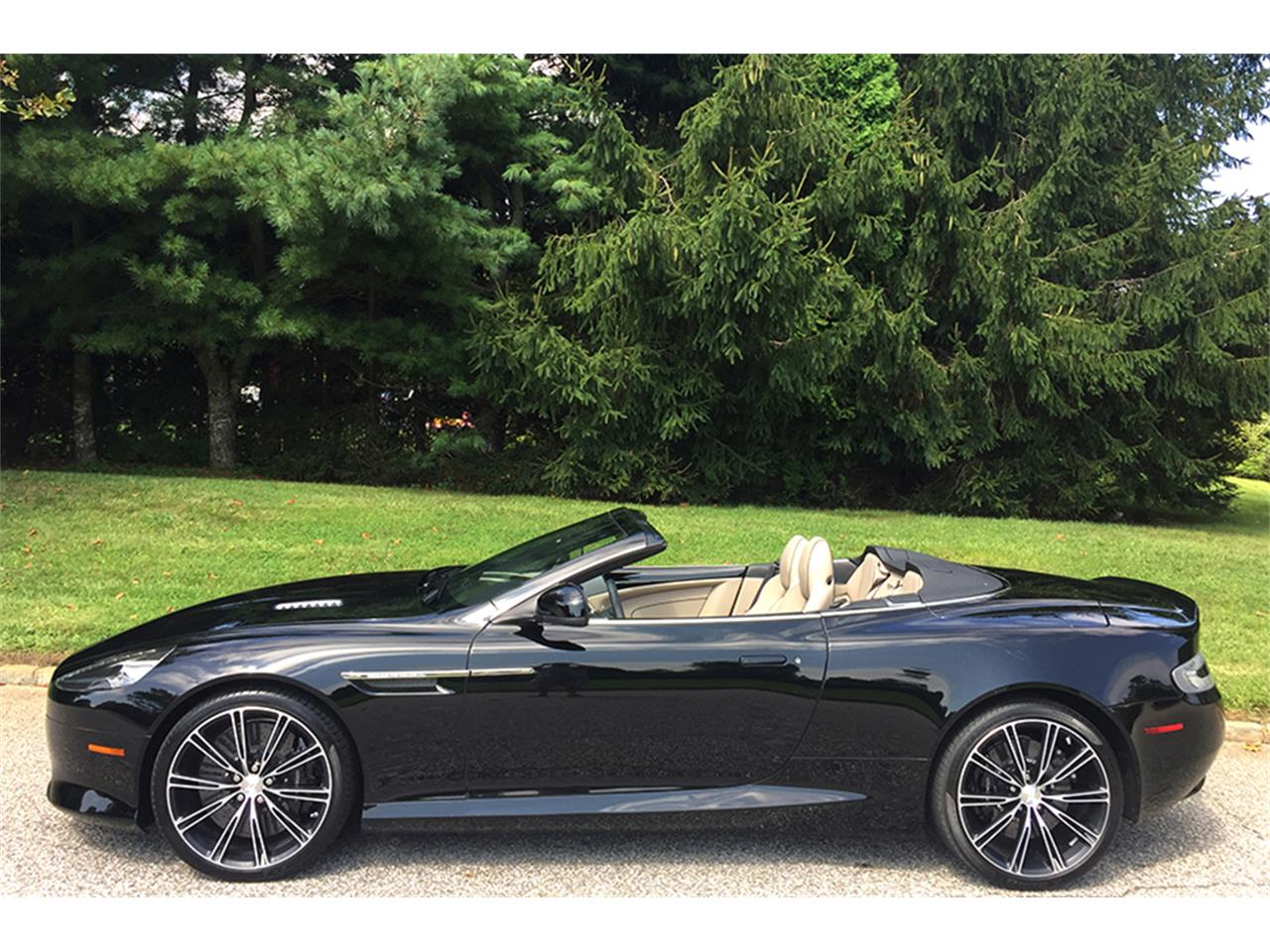 Large Picture of '14 DB9 located in Southampton New York - LUD9
