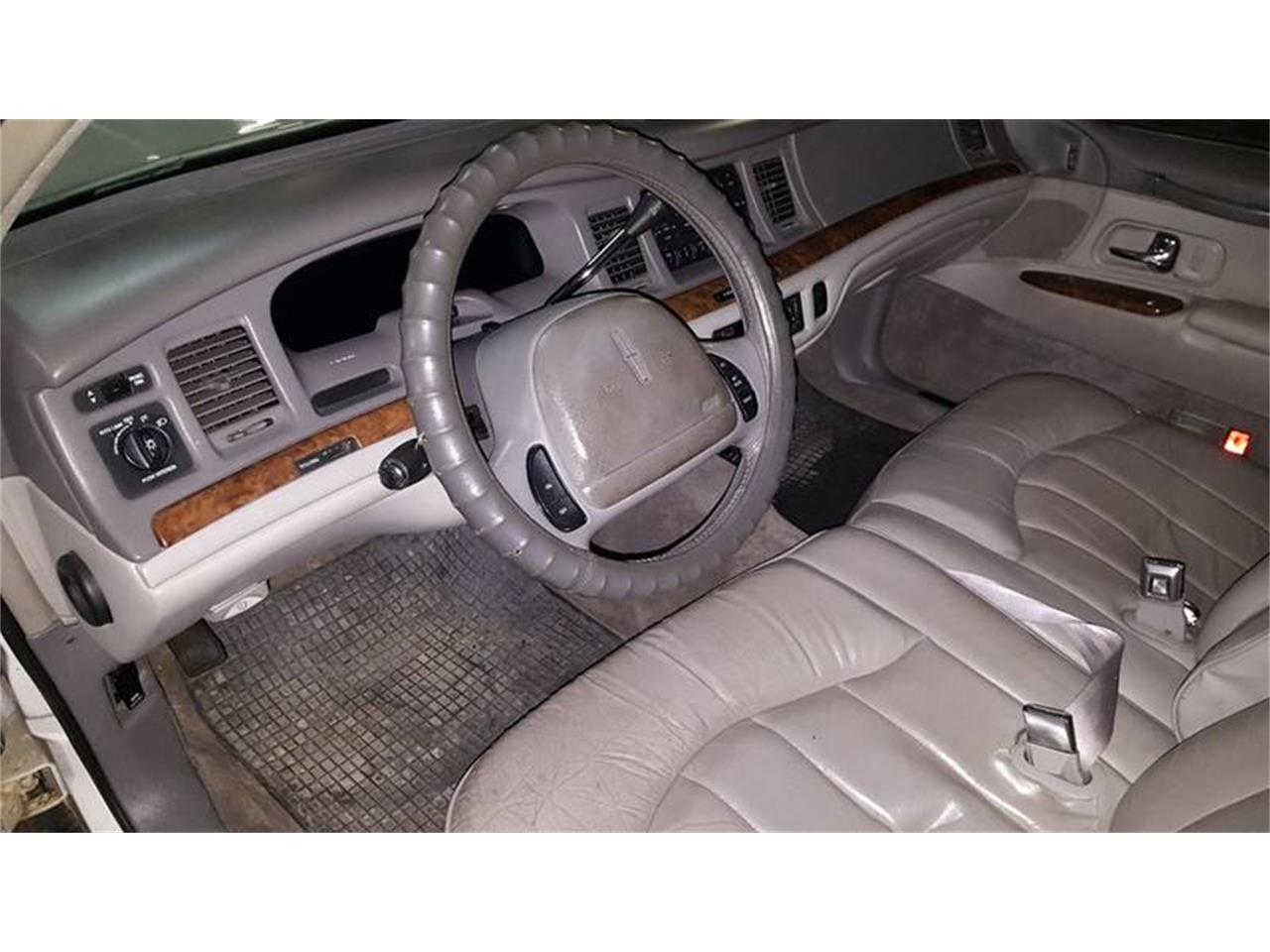 Large Picture of 1997 Lincoln Town Car Offered by Heartland Classics - LO10