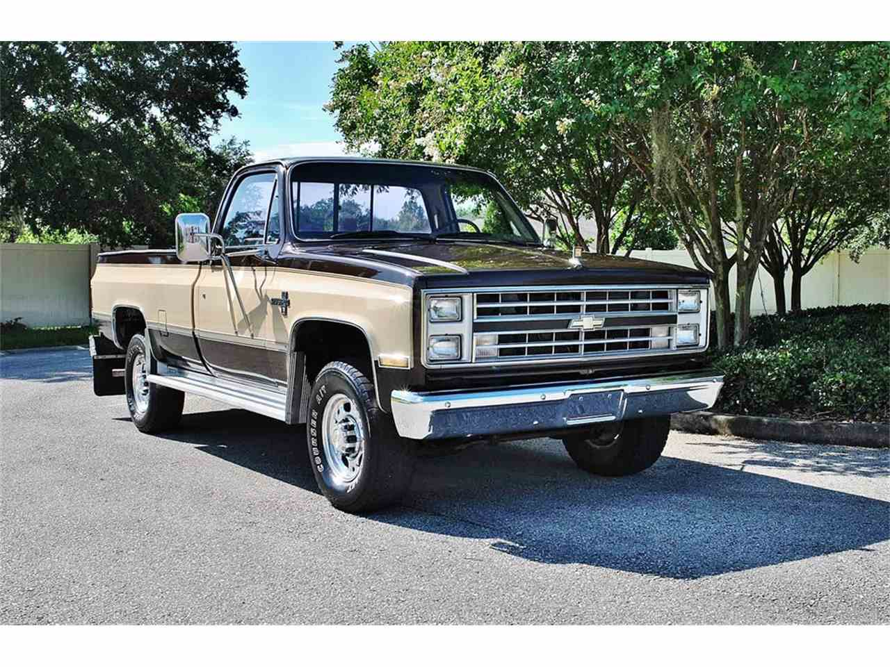 Large Picture of '86 C/K 20 Offered by Primo Classic International LLC - LUL6