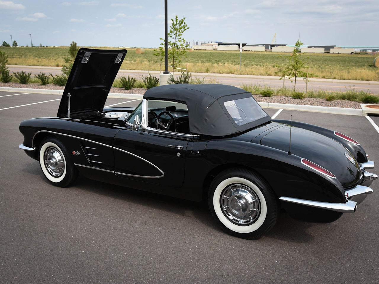 Large Picture of '60 Corvette - LUPA