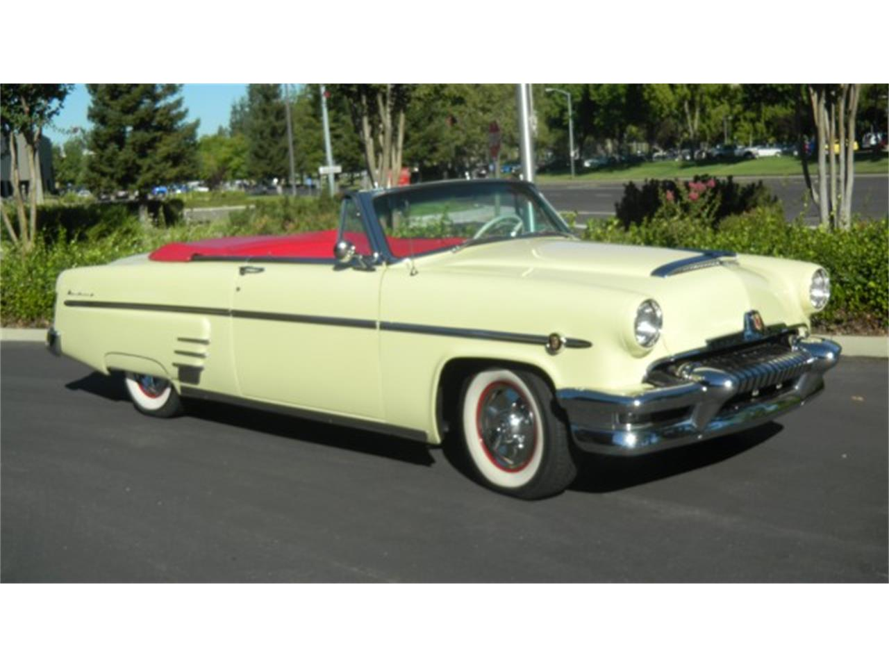 Large Picture of 1954 Convertible located in Minnesota - LUX1