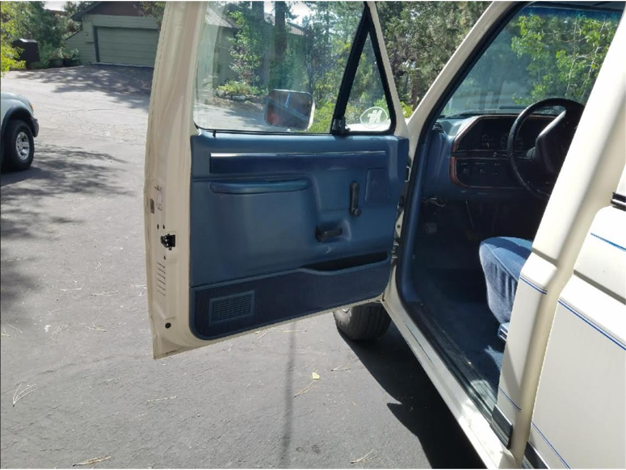Large Picture of '87 F250 Lariat - LUX3