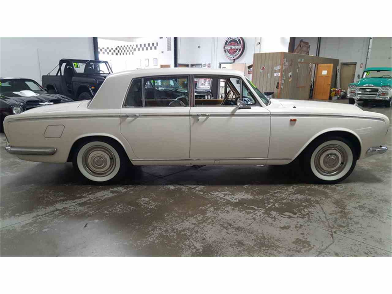 Large Picture of '67 Silver Shadow - LUYI