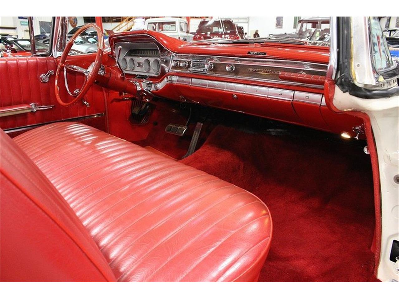 Large Picture of Classic '60 Pontiac Bonneville located in Kentwood Michigan - LUZH
