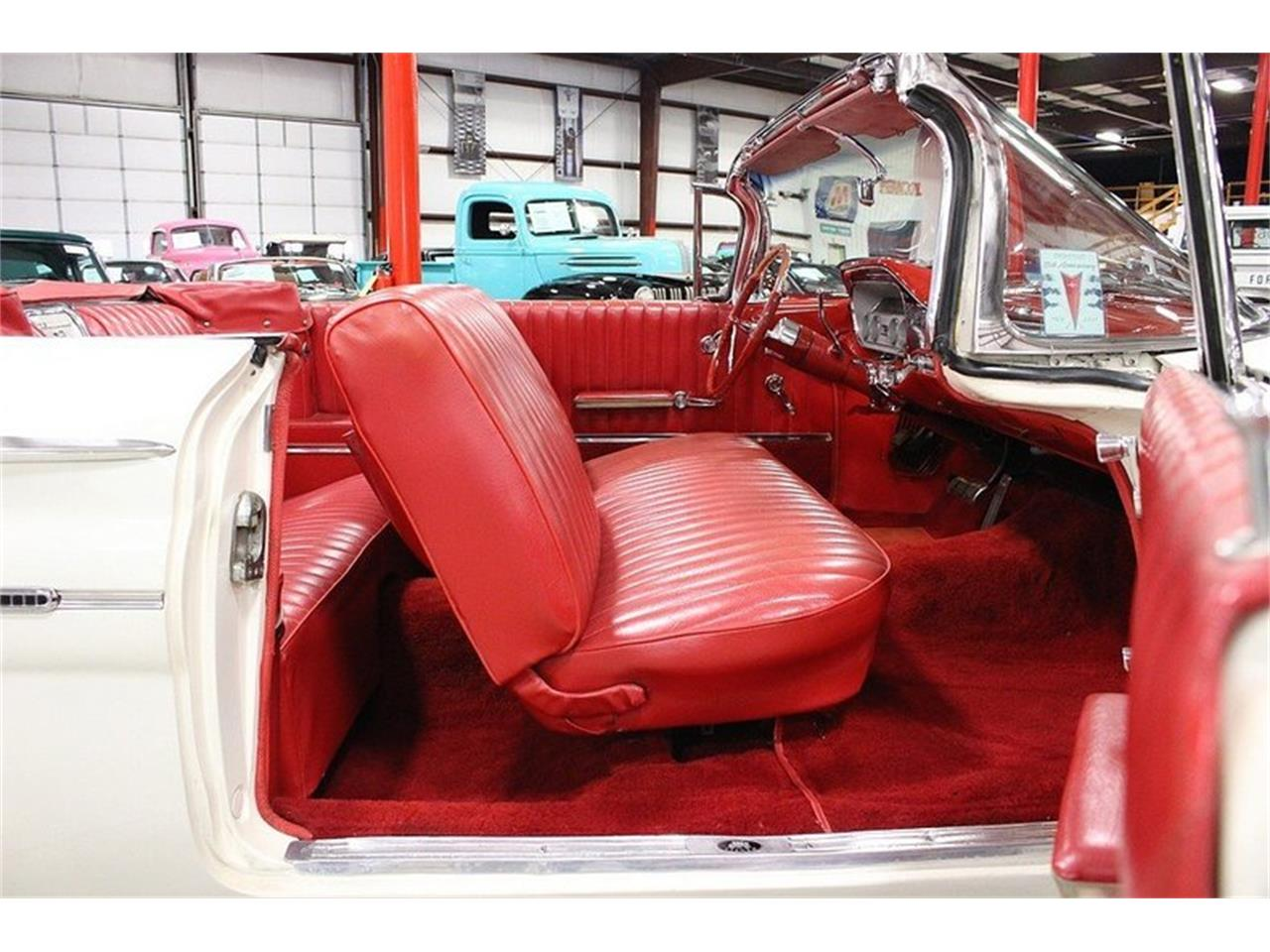 Large Picture of Classic '60 Pontiac Bonneville located in Kentwood Michigan Offered by GR Auto Gallery - LUZH