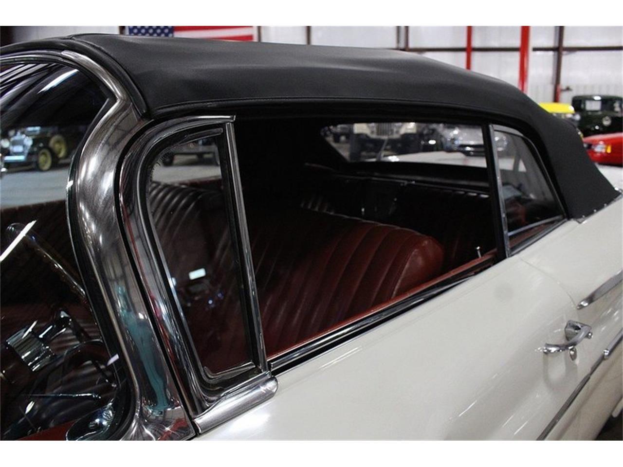 Large Picture of 1960 Pontiac Bonneville - LUZH
