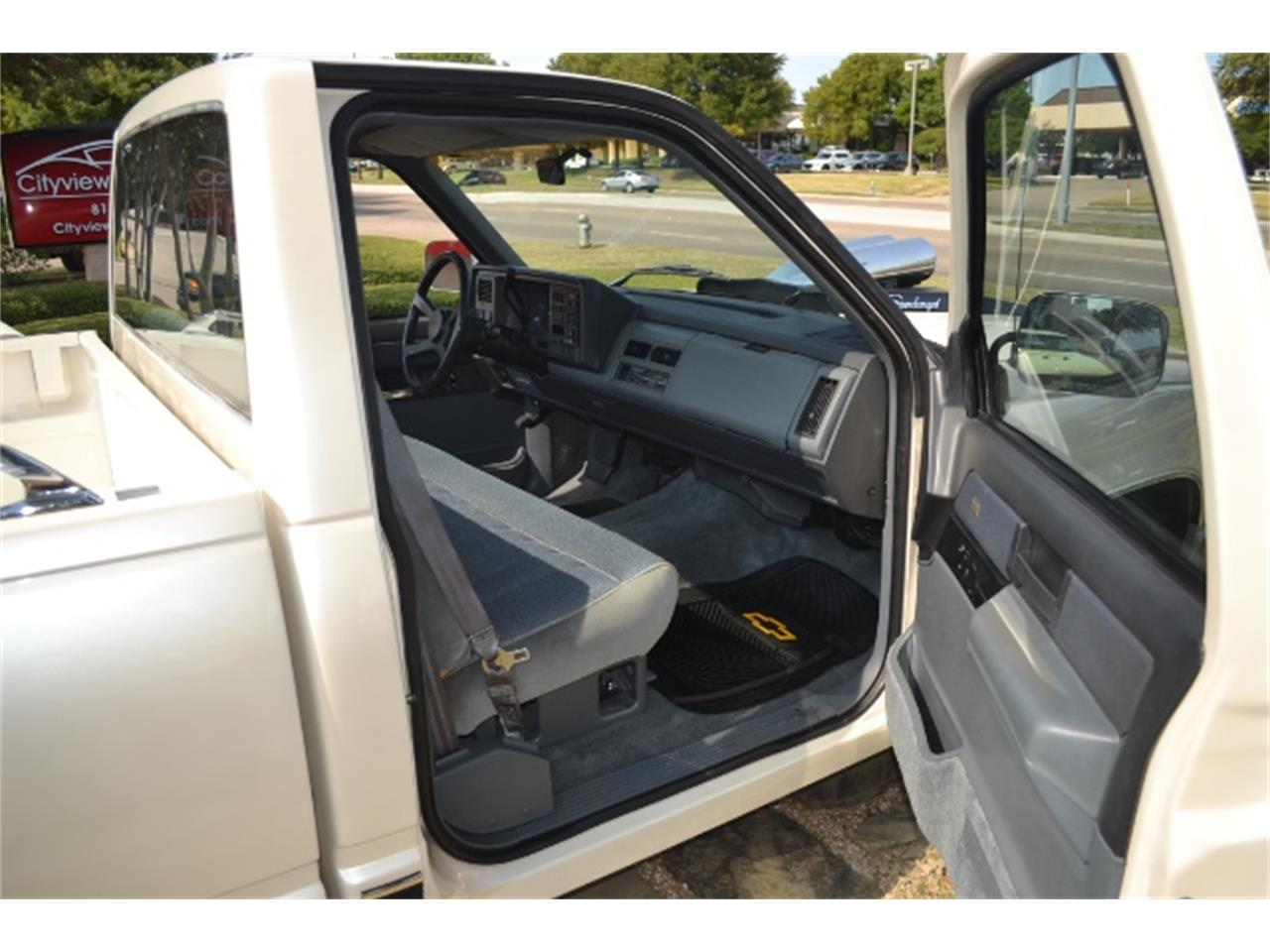 Large Picture of '89 Chevrolet C/K 1500 located in Texas - LV5T