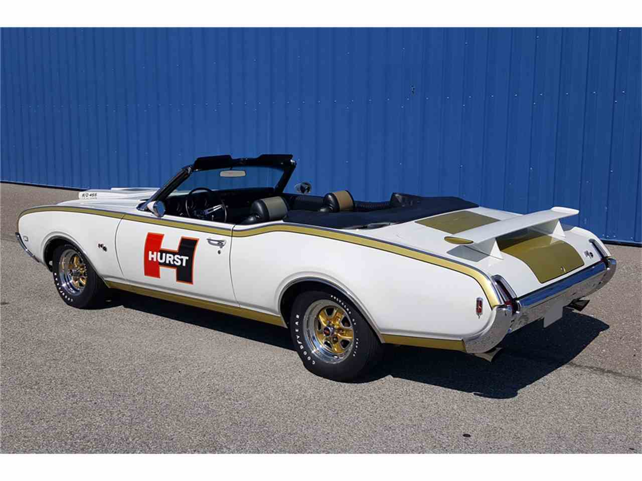Large Picture of '69 Oldsmobile Cutlass Offered by Barrett-Jackson - LWBH