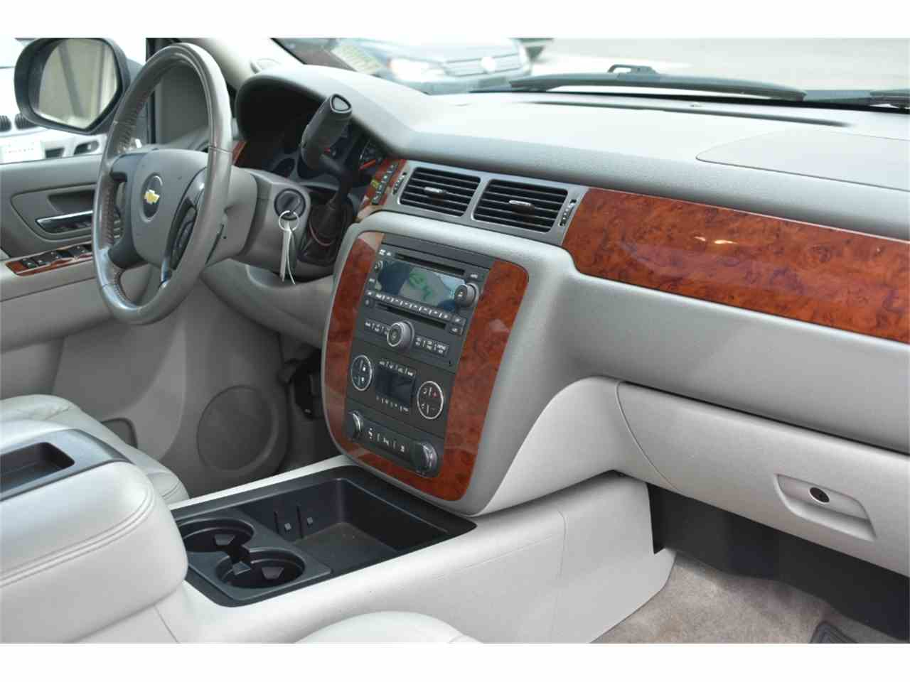 Large Picture of '10 Suburban - LWDC