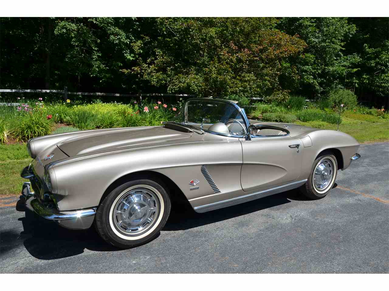 Large Picture of Classic '62 Chevrolet Corvette - LWEM