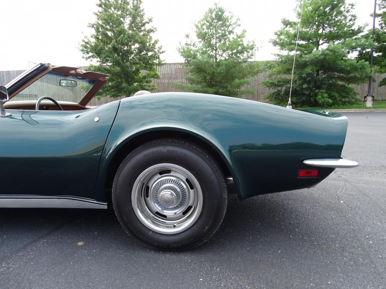 Large Picture of '71 Corvette located in O'Fallon Illinois Offered by Gateway Classic Cars - St. Louis - LWIG