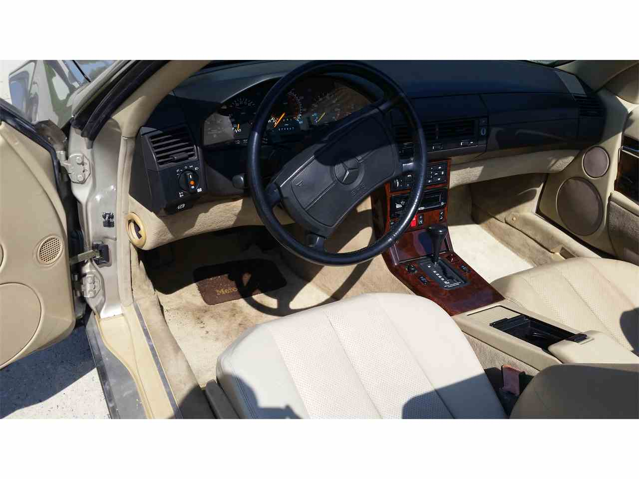 Large Picture of '90 Mercedes-Benz 500SL Offered by a Private Seller - LY0I