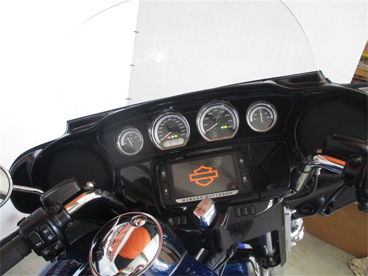 Large Picture of '17 Harley-Davidson® FLHTK - Ultra Limited located in Thiensville Wisconsin Offered by Suburban Motors, Inc. - LVEH