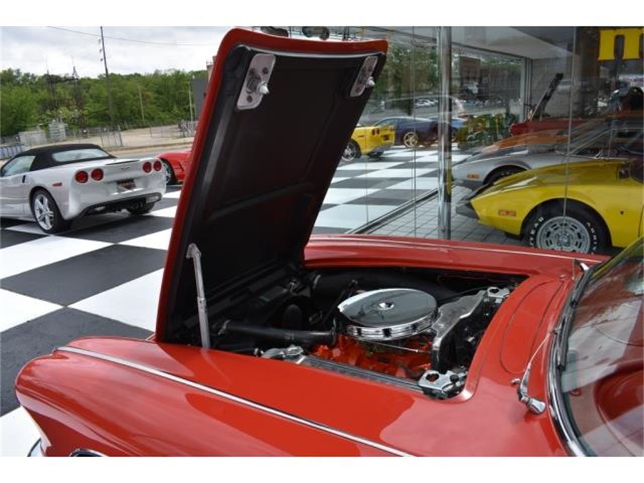 Large Picture of '61 Corvette - LVEN
