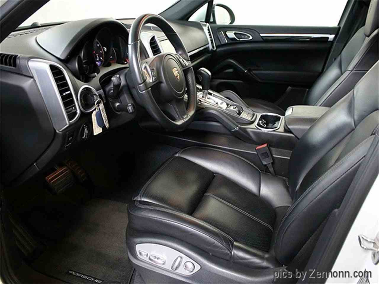 Large Picture of '14 Porsche Cayenne located in Illinois Offered by Auto Gallery Chicago - LVPM