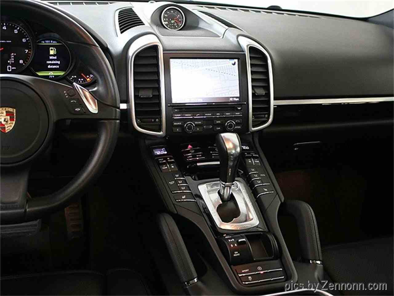 Large Picture of 2014 Porsche Cayenne located in Illinois - $38,990.00 Offered by Auto Gallery Chicago - LVPM