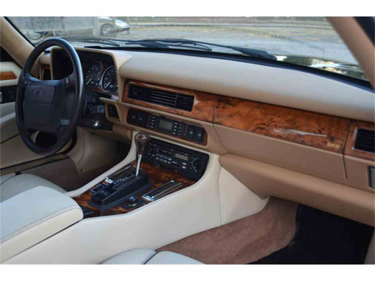 Large Picture of '94 XJS Offered by Frazier Motor Car Company - M2J7