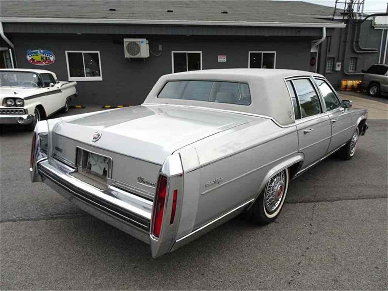Large Picture of '84 Fleetwood Brougham - M4ET