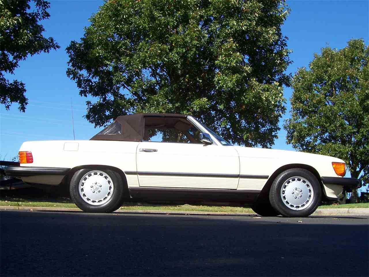 Large Picture of '89 560SL located in Alpharetta Georgia Offered by Cloud 9 Classics - M4KP