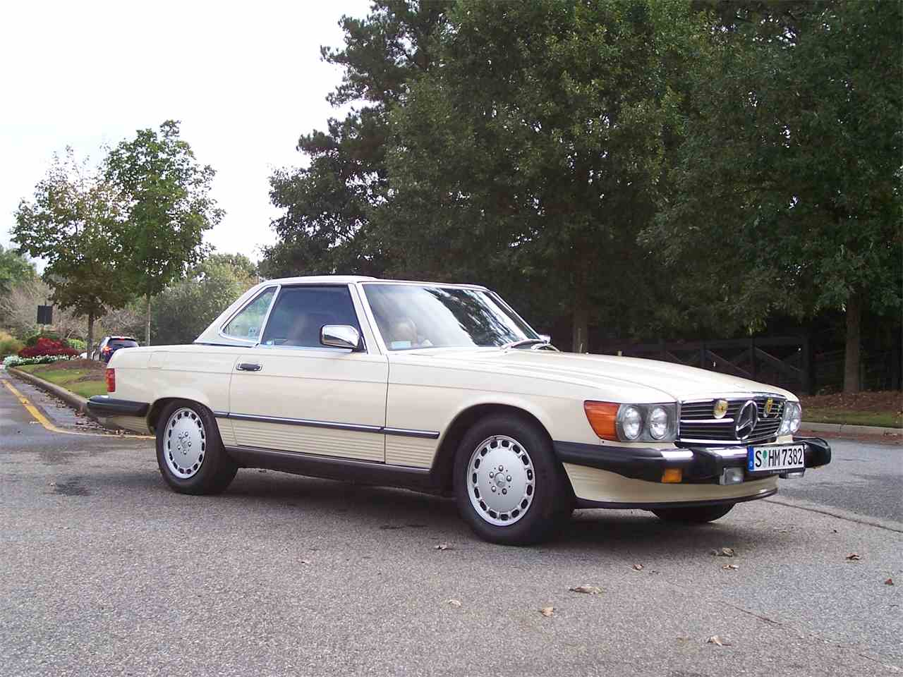 Large Picture of '89 Mercedes-Benz 560SL located in Alpharetta Georgia - $29,900.00 Offered by Cloud 9 Classics - M4KP