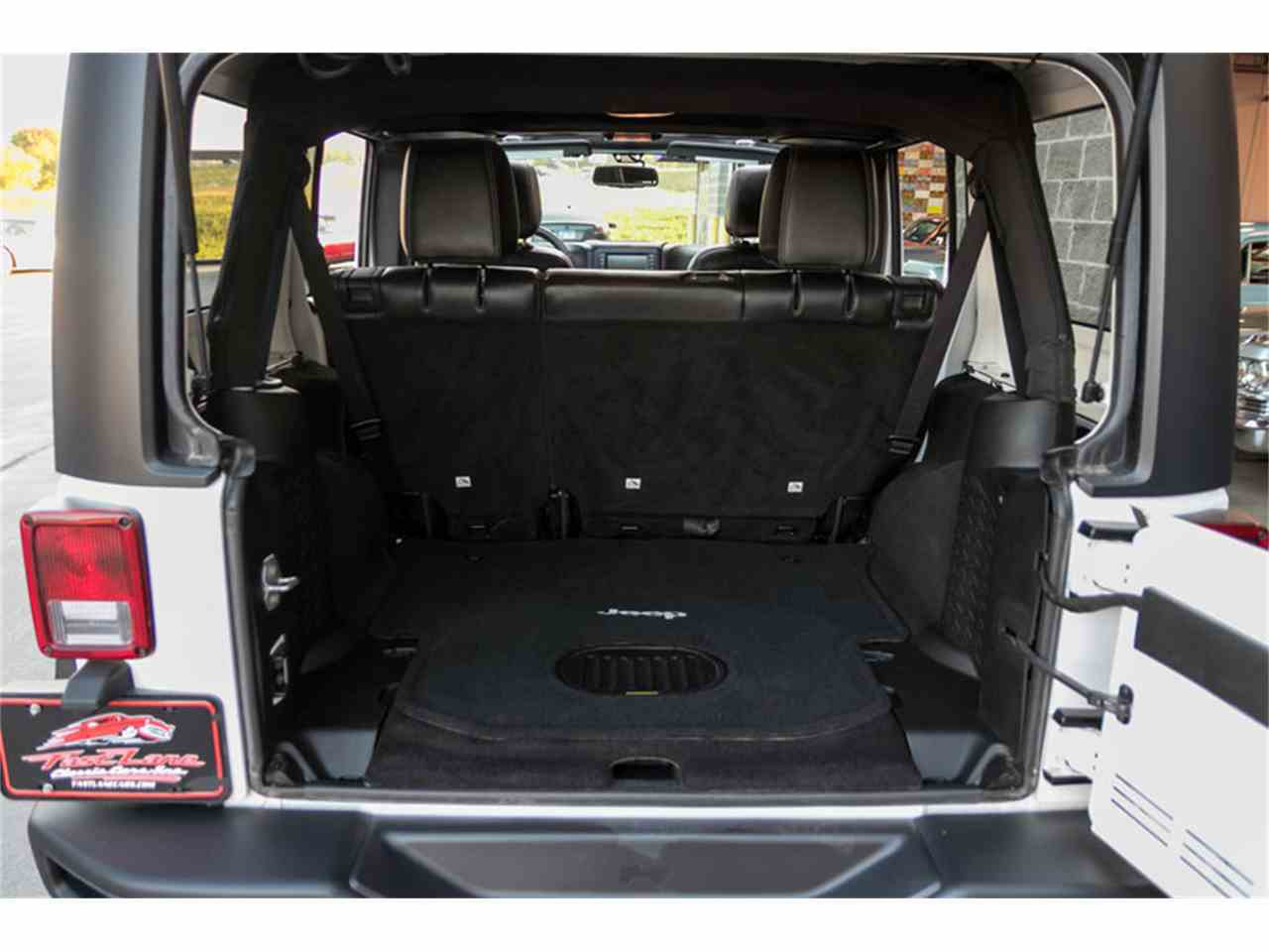 Large Picture of '15 Jeep Wrangler located in St. Charles Missouri - $29,995.00 - M4VI
