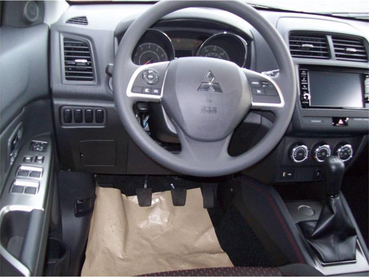 Large Picture of '18 Outlander located in Holland Michigan Offered by Verhage Mitsubishi - M5CZ