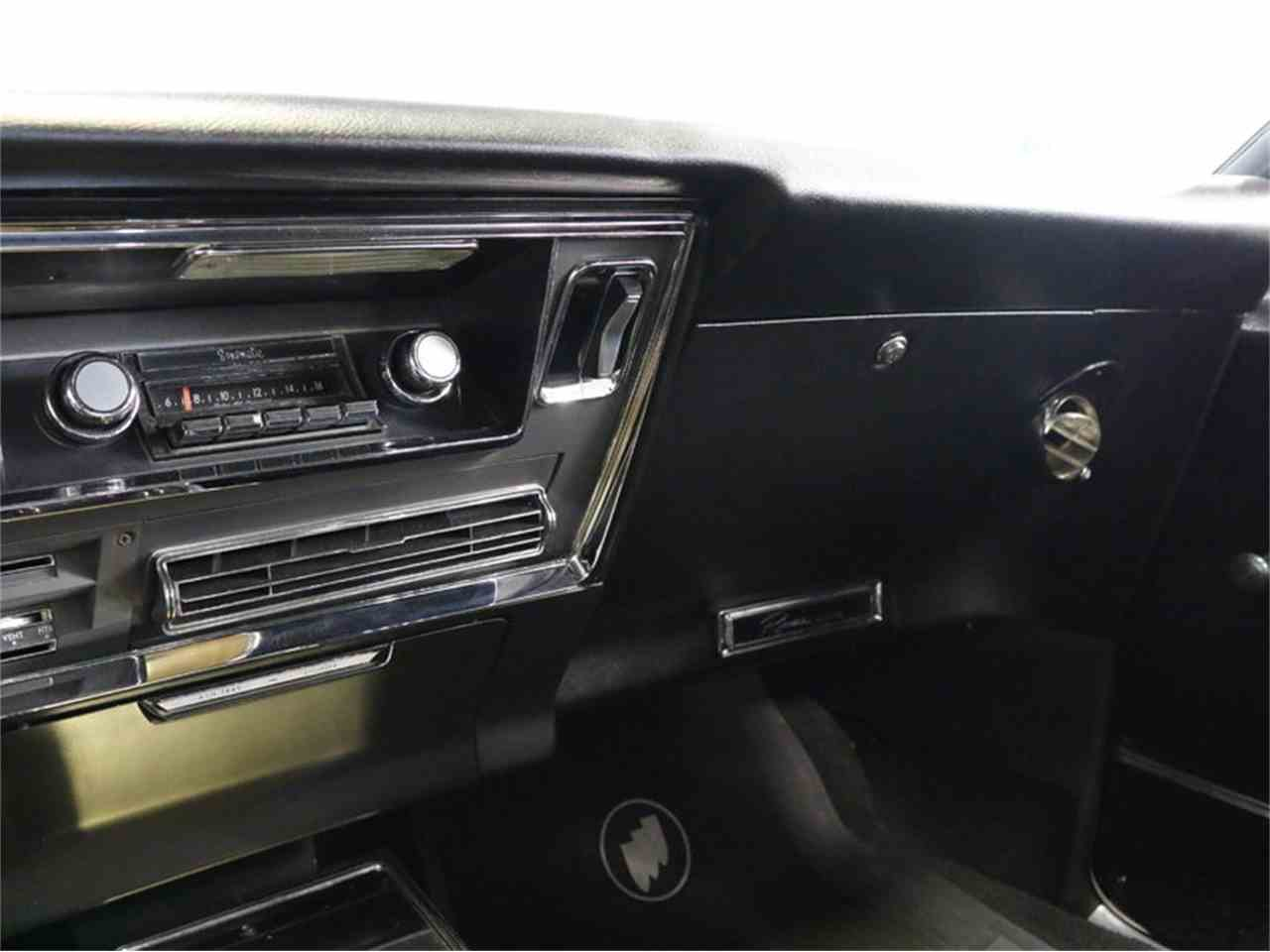 Large Picture of Classic 1967 Riviera - M5N7