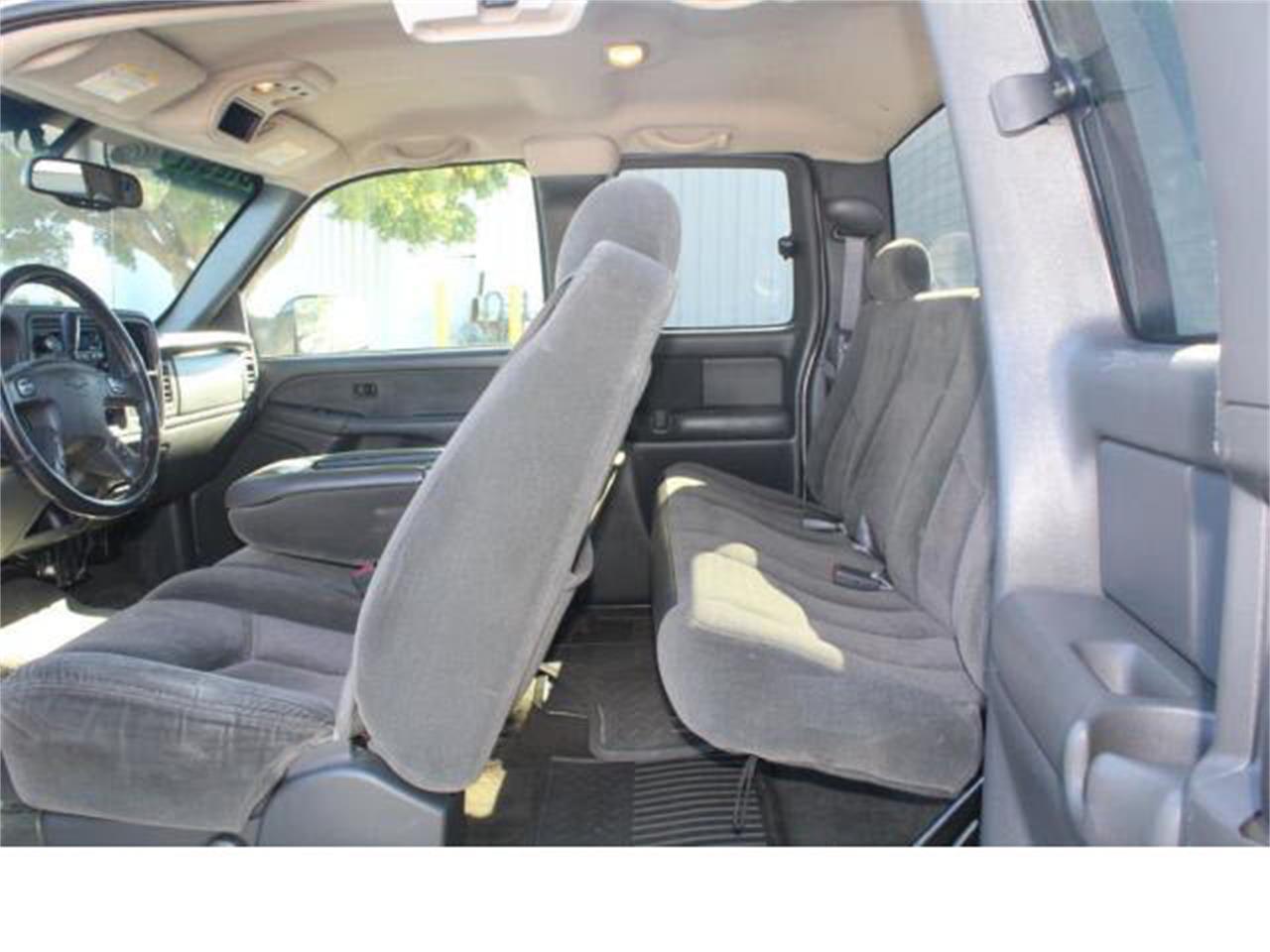 Large Picture of '03 Chevrolet Silverado located in Washington - $11,990.00 - M5R3