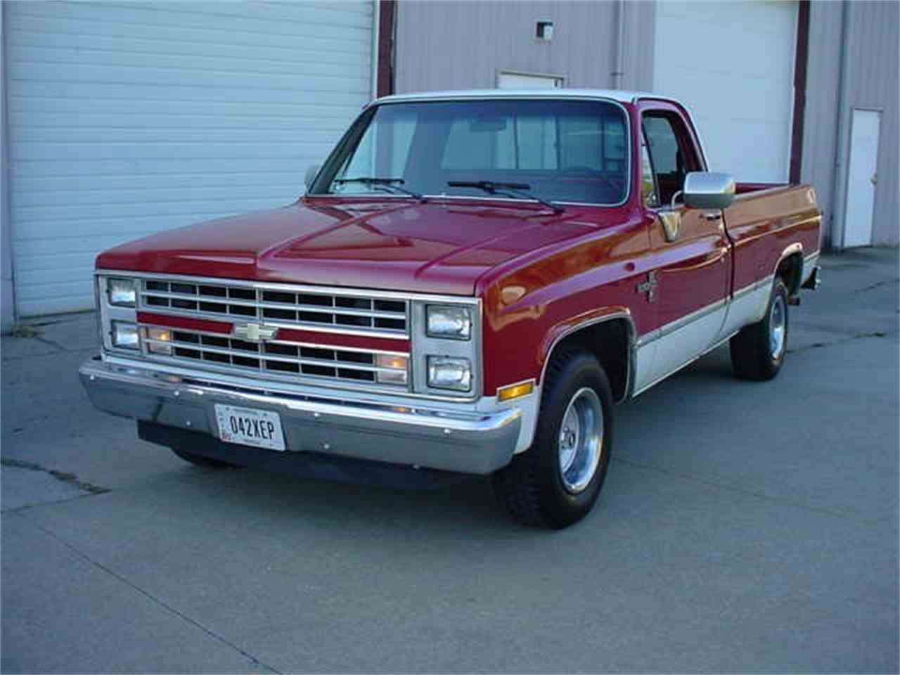 Large Picture of '86 Chevrolet Silverado - $10,950.00 Offered by Ultra Automotive - M60C