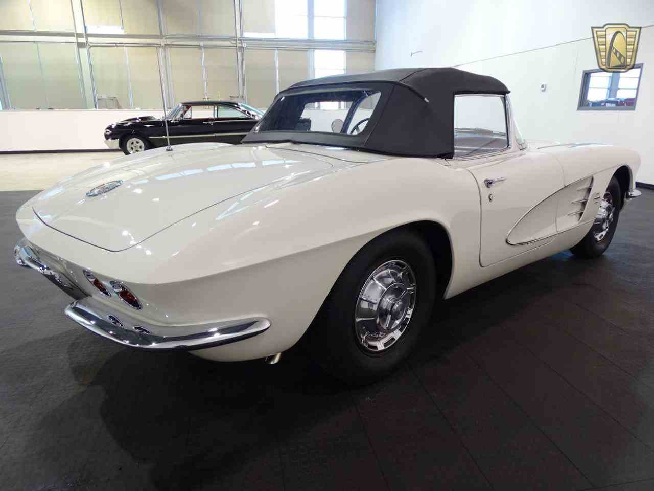 Large Picture of '61 Corvette - M6G3