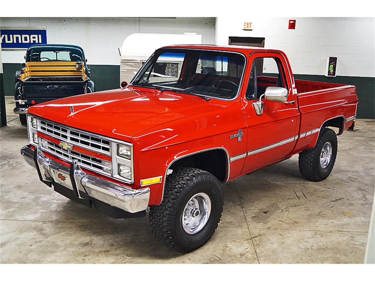 Large Picture of '86 Chevrolet Silverado - $21,500.00 Offered by Motorcar Portfolio - M6LJ