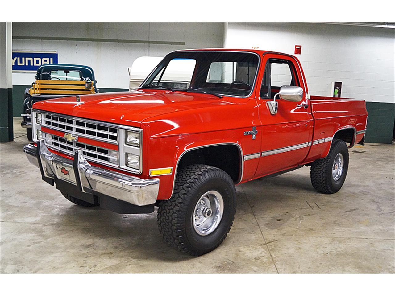 Large Picture of 1986 Chevrolet Silverado located in Ohio Offered by Motorcar Portfolio - M6LJ