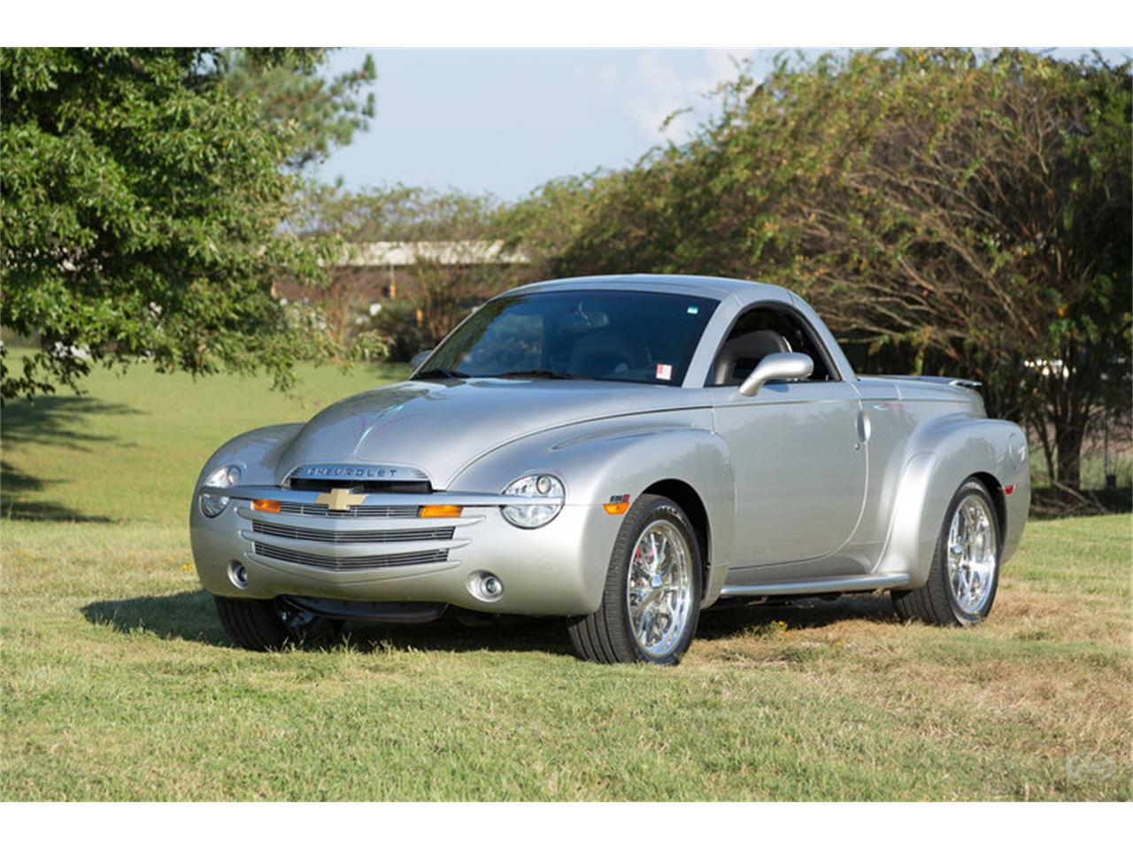 Large Picture of '05 Chevrolet SSR located in Tennessee - $29,900.00 - M6SY