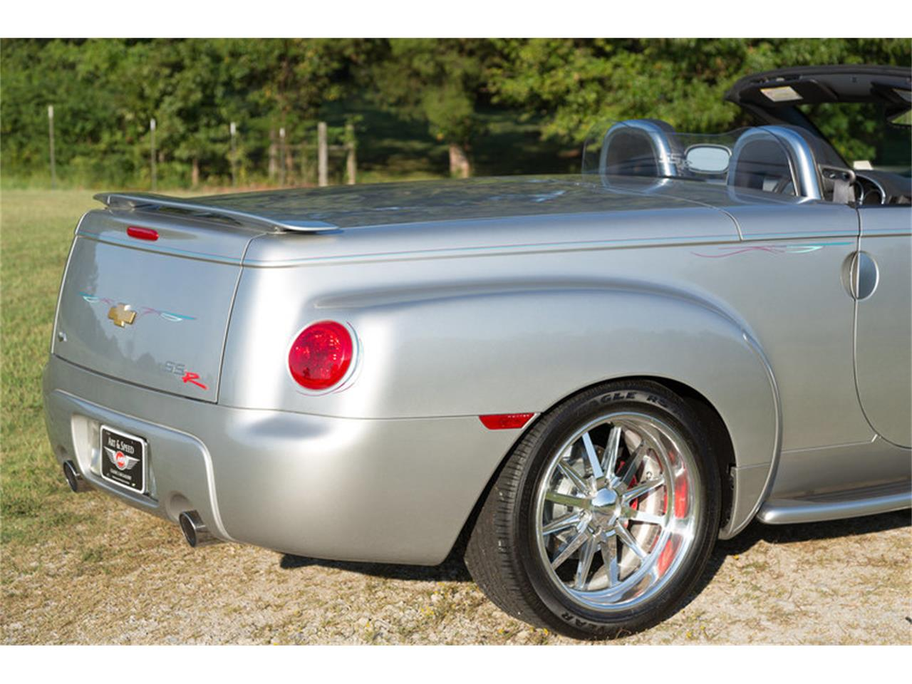 Large Picture of '05 Chevrolet SSR located in Collierville Tennessee - M6SY