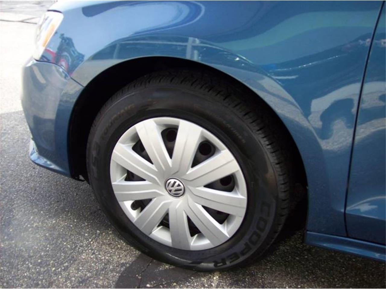 Large Picture of 2015 Volkswagen Jetta located in Holland Michigan - $10,995.00 - M6XO