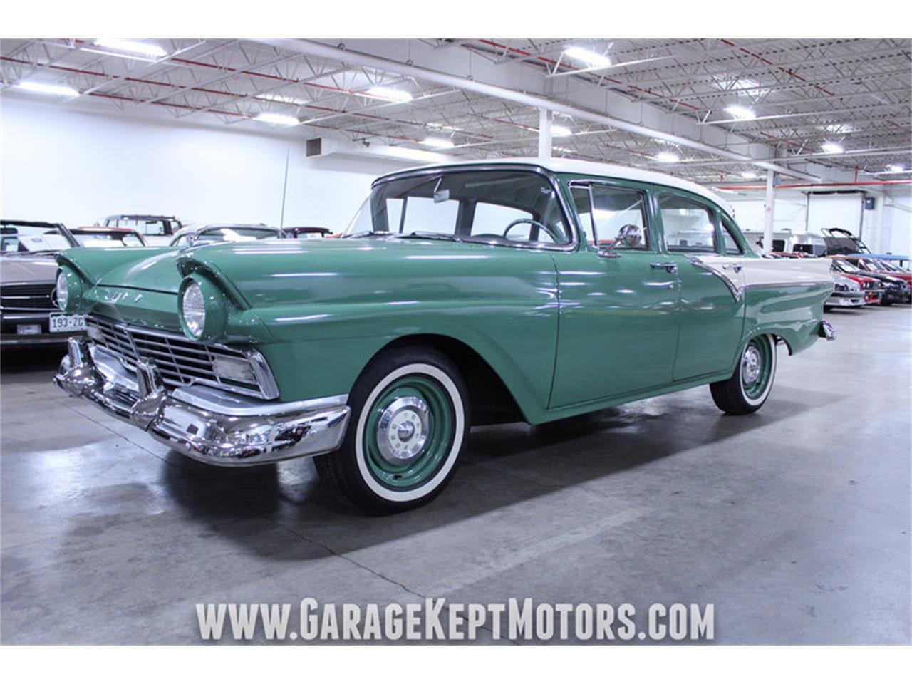 Large Picture of Classic '57 Custom 300 located in Grand Rapids Michigan - M72V