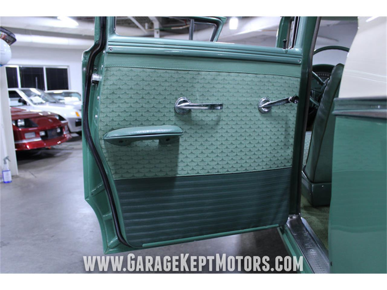 Large Picture of '57 Custom 300 - $13,900.00 - M72V