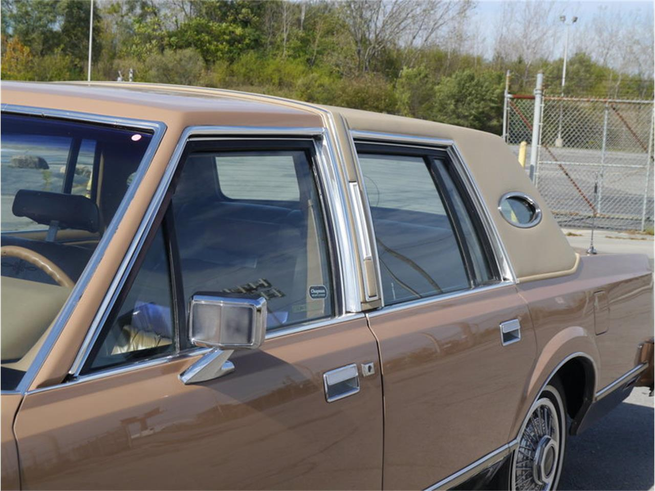 Large Picture of '83 Lincoln Continental Mark VI located in Alsip Illinois - $7,900.00 Offered by Midwest Car Exchange - M7E3