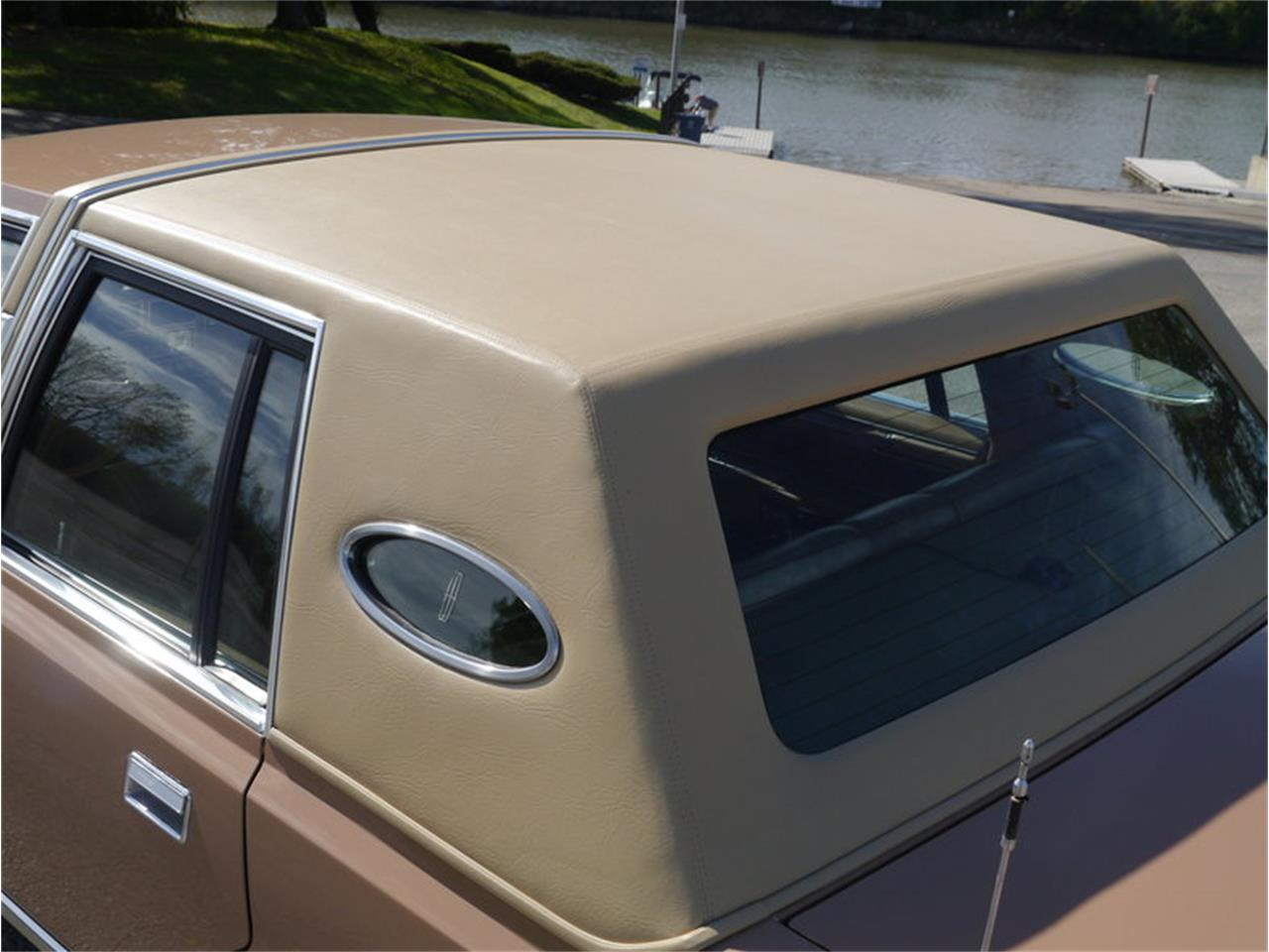 Large Picture of '83 Continental Mark VI located in Alsip Illinois Offered by Midwest Car Exchange - M7E3