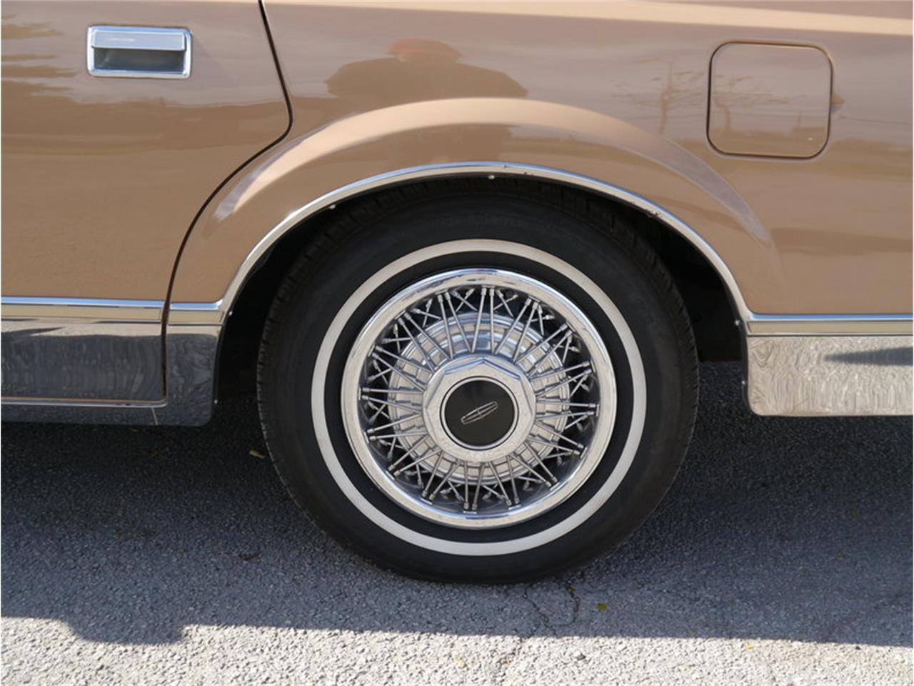 Large Picture of '83 Continental Mark VI Offered by Midwest Car Exchange - M7E3