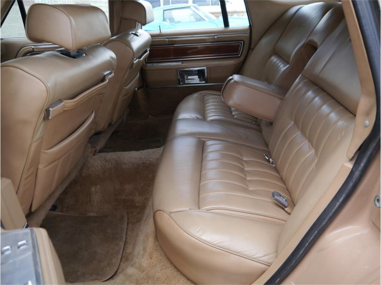 Large Picture of 1983 Lincoln Continental Mark VI Offered by Midwest Car Exchange - M7E3