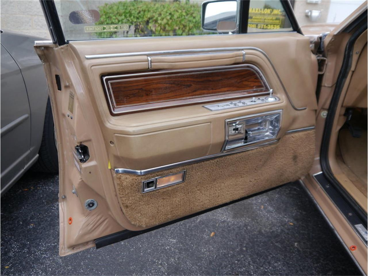 Large Picture of '83 Lincoln Continental Mark VI Offered by Midwest Car Exchange - M7E3