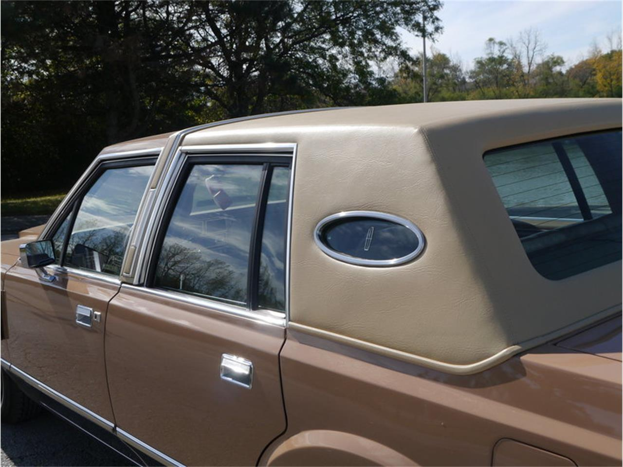 Large Picture of '83 Continental Mark VI located in Illinois - $7,900.00 - M7E3