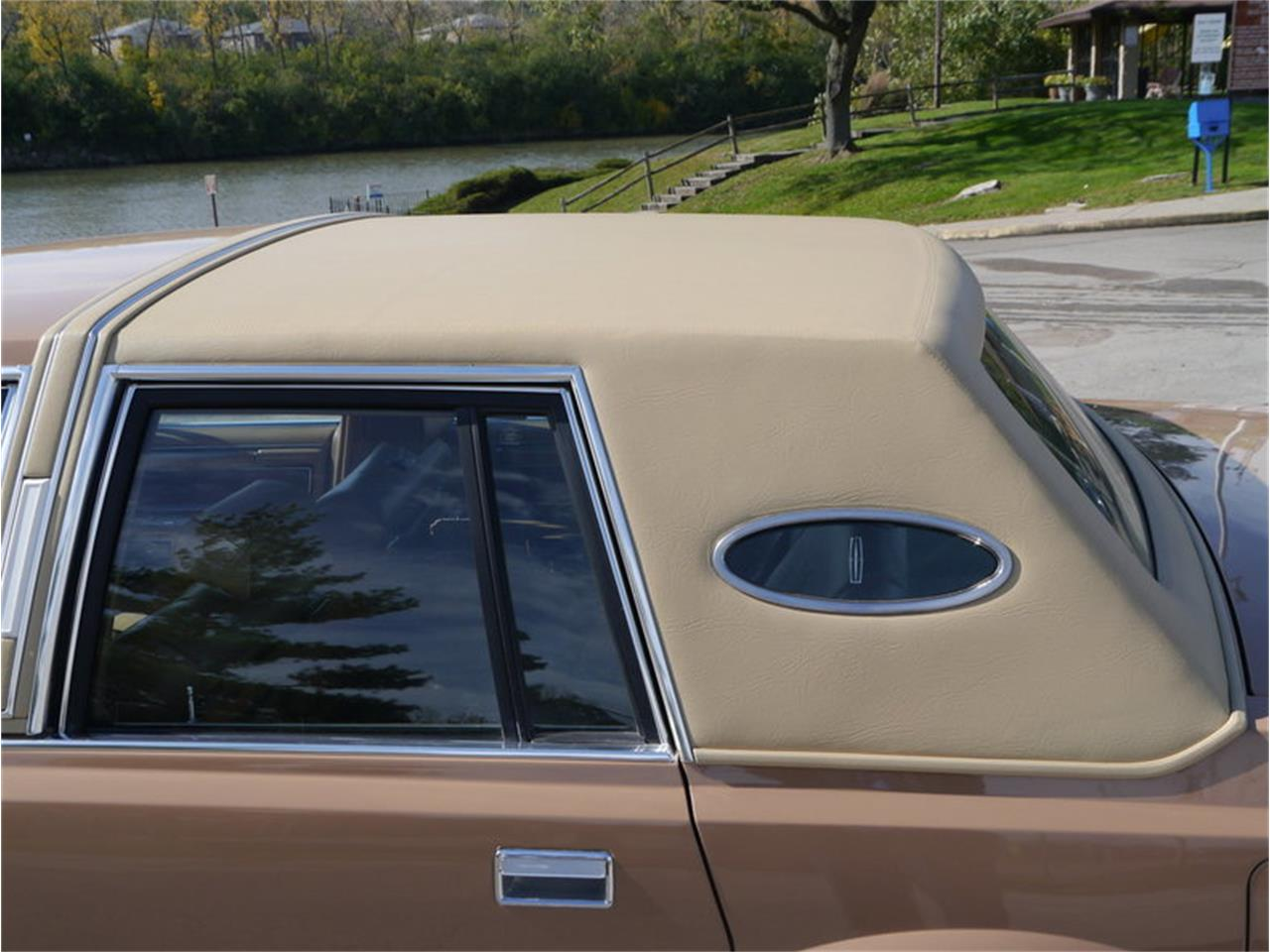 Large Picture of '83 Continental Mark VI located in Illinois Offered by Midwest Car Exchange - M7E3