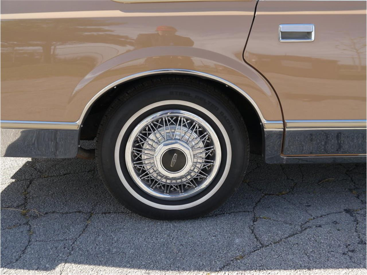 Large Picture of 1983 Continental Mark VI located in Alsip Illinois Offered by Midwest Car Exchange - M7E3