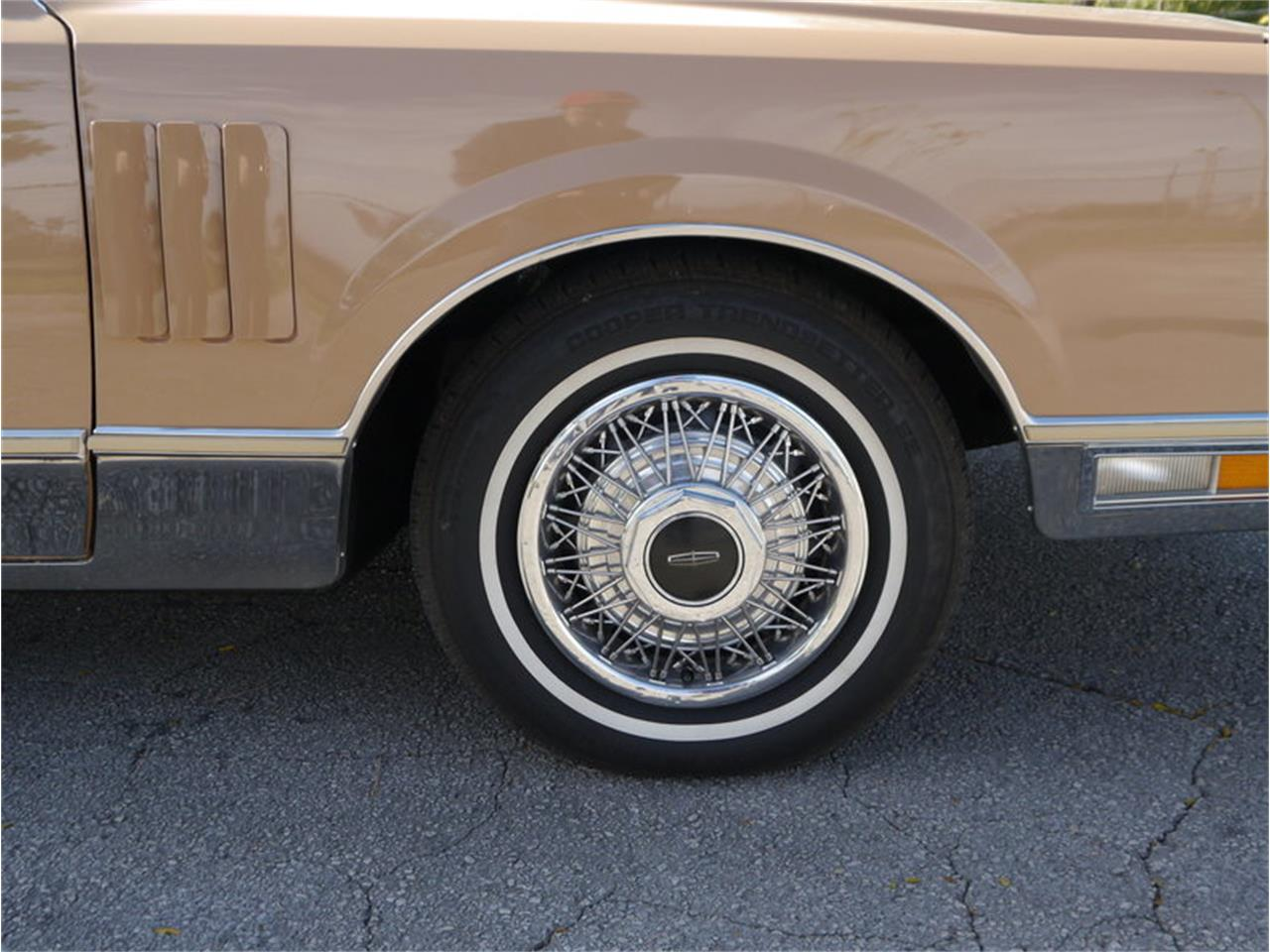 Large Picture of 1983 Lincoln Continental Mark VI located in Illinois - $7,900.00 Offered by Midwest Car Exchange - M7E3
