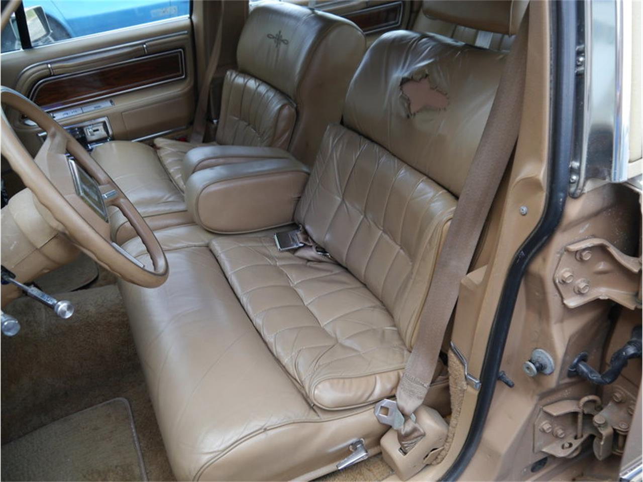 Large Picture of '83 Lincoln Continental Mark VI located in Alsip Illinois Offered by Midwest Car Exchange - M7E3